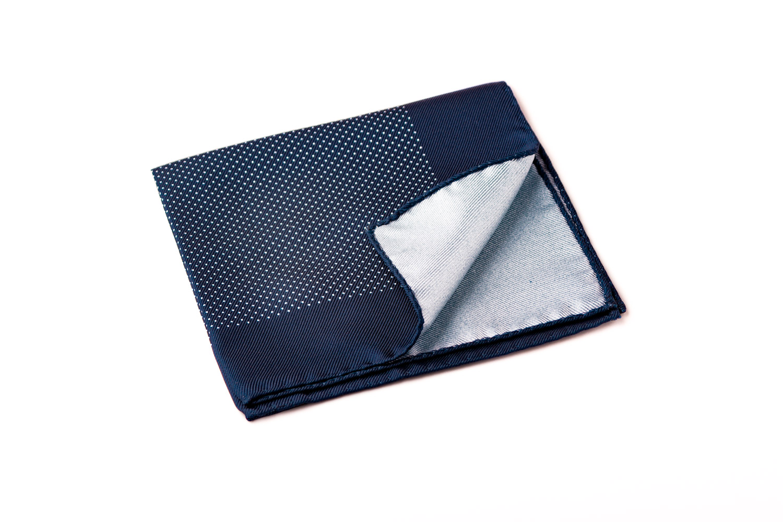 pochette artigianale seta bianco blu